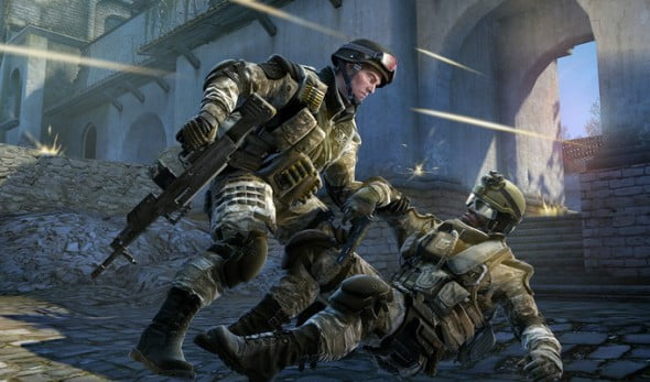 Warface encourages teamwork by allowing you to revive fallen comrades.